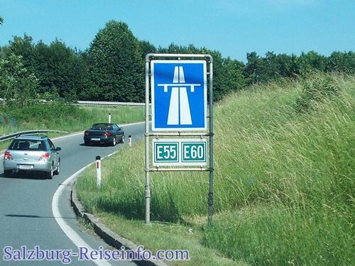 Autobahn-Maut: Motorräder und Autos müssen in Österreich die Vignette kleben