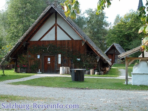 Bajuwarenhof im Park Weyer Mattsee
