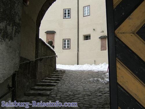 Portal und Innenhof Burg Golling