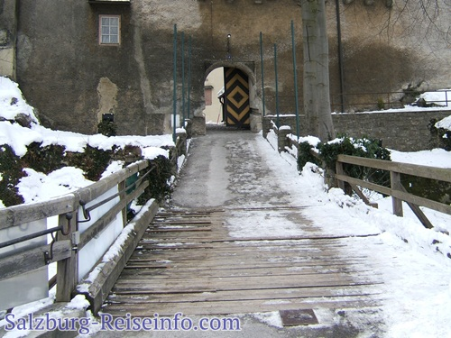 Brücke zur Burg Golling