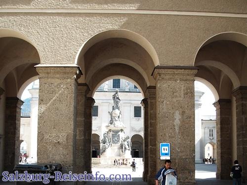 Zugang zum Salzburger Domplatz