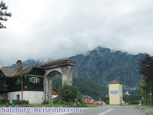Schlossmauer Schloss Rif