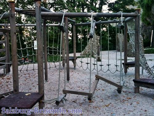 Balanceübungen und Bouldersteine