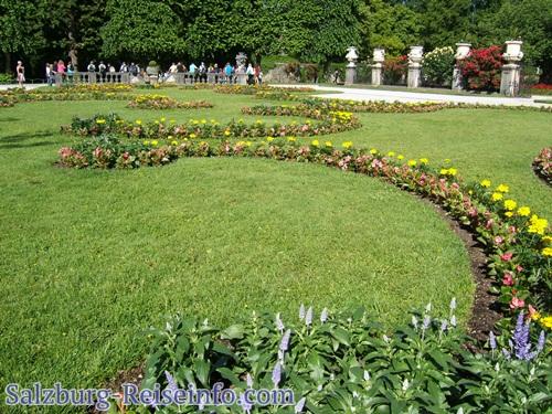 Mirabellgarten mit Touristen
