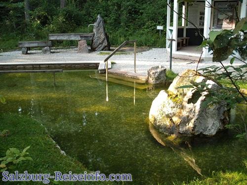 Naturkneippanlage mit Wasserbassin und Marmor