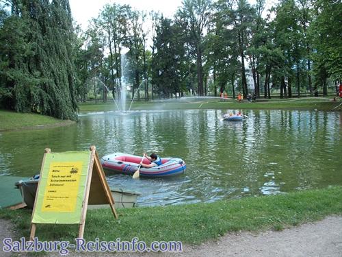 Bootfahren am Weiher im Volksgarten