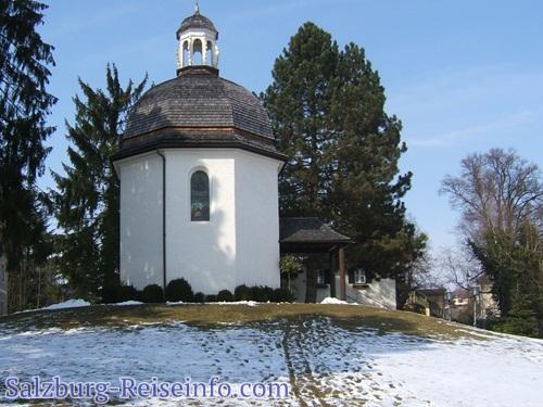Stille Nacht Kapelle in Oberndorf bei Sonnenschein